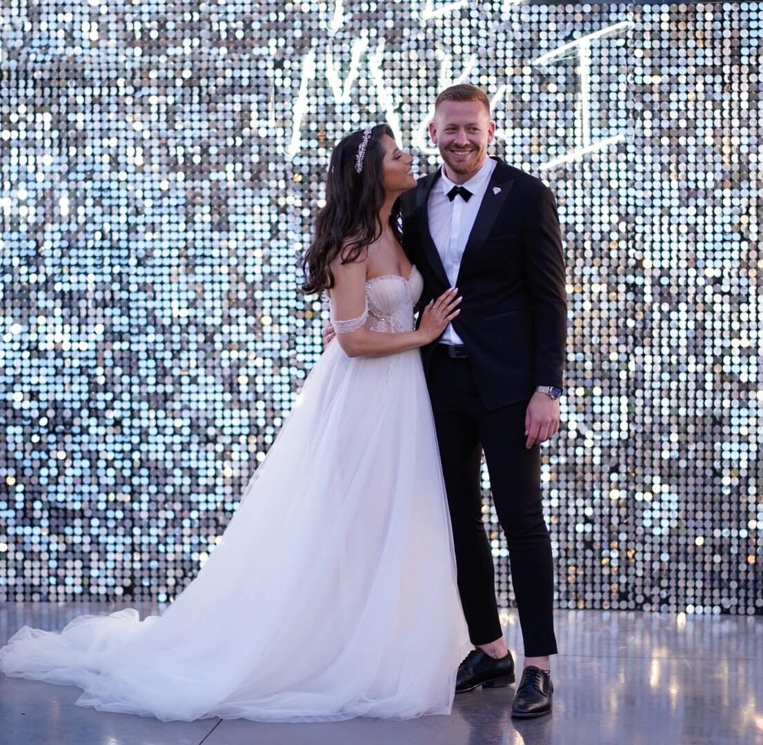 קיר נוצץ לחתונה